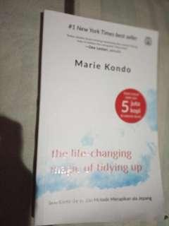 Marie kondo : the life-changing magic of tidying up