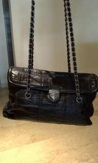 🚚 #SpringClean&CarouSell Original Prada Genuine Leather hangbag