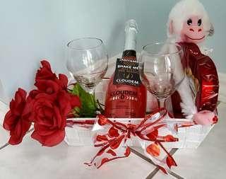 Valentine deluxe gift basket