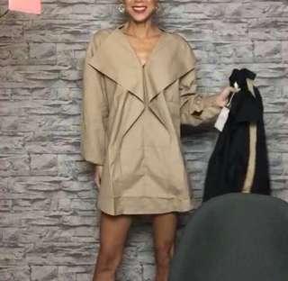 po/ Oversized ruffle front dress coat