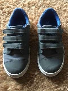 Pre-loved Original American Eagle Shoes for boys