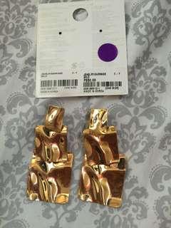 Pair of earrings gold