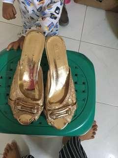 Sandal k undangan