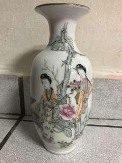 民国 粉彩仕女瓶