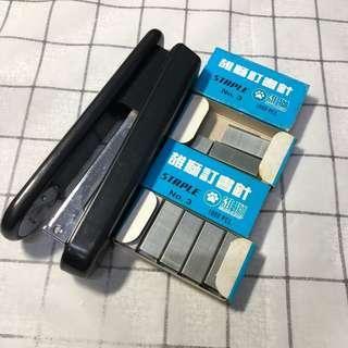 🚚 《二手》大隻釘書機 附一盒多的訂書針