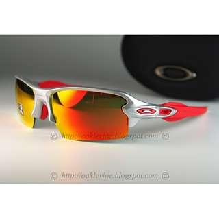 d8018fa697 BNIB Oakley Flak Jacket 2 silver + ruby prizm + red icon + red socks