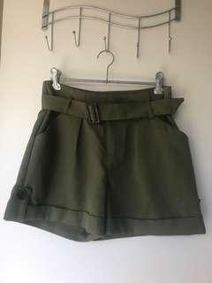 Temt khaki short size 8