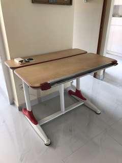 Adjustable child study table