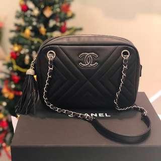 🖤Good Deal!🖤 Chanel Camera Bag with Tassel in Black Calfskin SHW