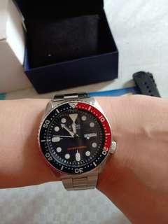 Seiko SKX009K1 Diver automatic Full Set like new Free Breclet stainless
