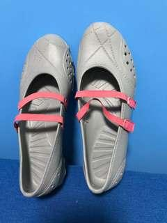 Women's waterproof shoes
