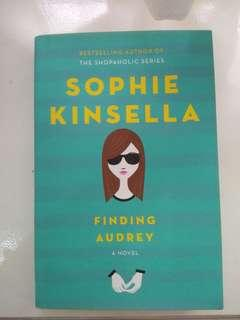 Book (YA Novel) : Finding Audrey by Sophie Kinsella (hardcover book)