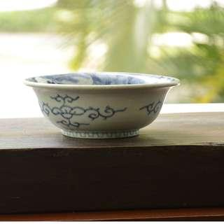 Bowl 7.4 inches diameter, 2.7 inches height.