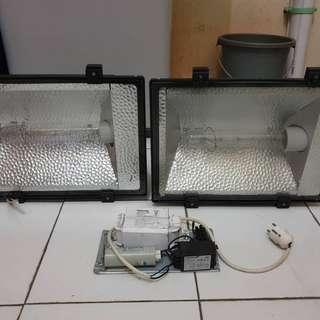 sepasang lampu sorot 450 watt merk fonstin dengan balast merk philips