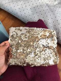 Reversible glitter pouch
