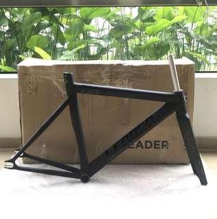 🚚 Leader 725 Matt Black Frameset