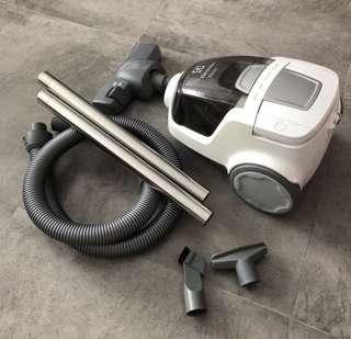 Vacuum Cleaner Electrolux Mobilite ZLUX1801