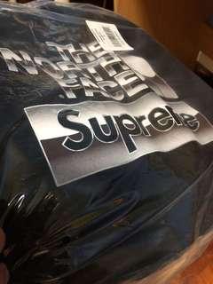 🚚 Supreme x TNF Hoodie