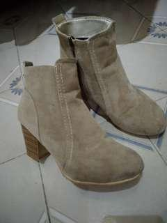 Free pos Boots