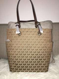 📌clearance sale: Authentic Michael kors tote bag