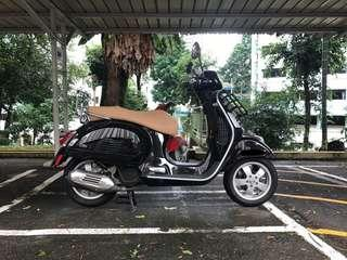 Vespa GTS 150 Black Automatic Scooter Iget Model