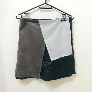 率性皮革拼接短裙
