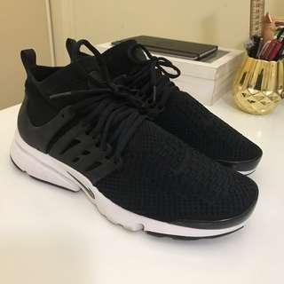 Nike Air Presto Flyknit Sneaker Black/White - US 12