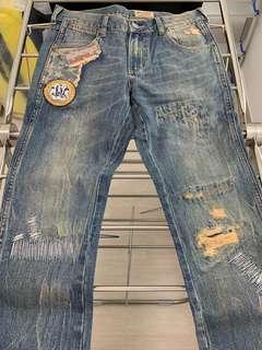 全新 Wrangler 淺藍色直腳洗水補章牛仔褲 (New straight leg cutting jeans)