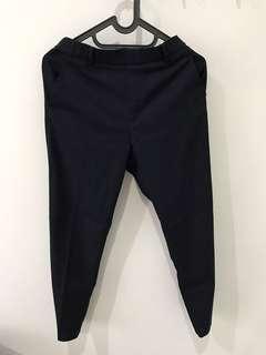 Celana kerja Uniqlo (Ezy Ankle Length Pants) warna Navy Blue