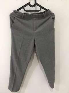 Celana kerja Uniqlo (Ezy Ankle Length Pants) warna Abu Muda