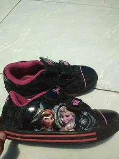 Sepatu anak lucu