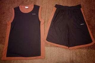 1 stel pakaian olah raga. Kaos + Celana merek Reebok size L kondisi 100% baru