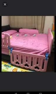 Baby safety bed fence