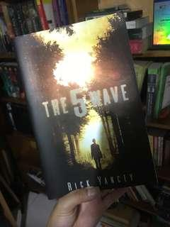 The Fifth Wave Paperback