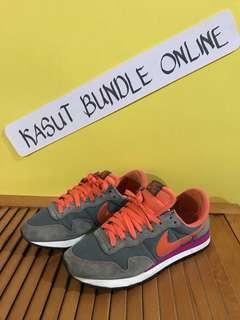 Nike Air Size 5 UK