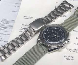 Omega  Speedmaster 1957,大箭針,1999復刻版。3594.50全鋼手上弦計時手錶。生產時間短小產量不多。  二手$21500 原庒黑色面,立體奧米茄標誌。大箭針。全鋼測速呎外圈。無返寫。 有標記塑膠上蓋。 採用lemania1861手上弦機芯。功能正常 表身直徑42mm。 原裝鋼表帶合18.5mm手腕。 代用尼龍帶。 冇盒。冇咭。有上行維修紀錄。 有意請PM