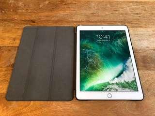"Apple iPad 9.7"" 32GB + Cellular, Silver + Smart Cover"