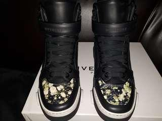 GIVENCHY Tyson High cut Sneakers
