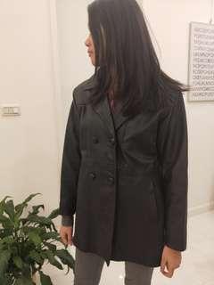 黑色小牛皮外套