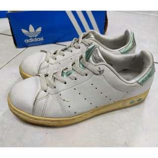 🚚 二手Adidas休閒鞋Stan smith特殊銀綠色低筒鞋