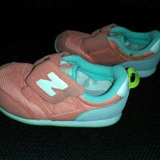 New Balance kids shoes 15.5cm (US kid size 9)