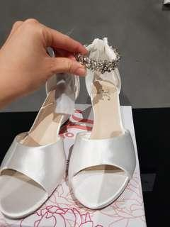 White color diamond low platform