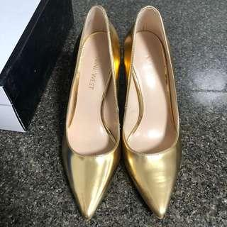 Nine west gold pump heels