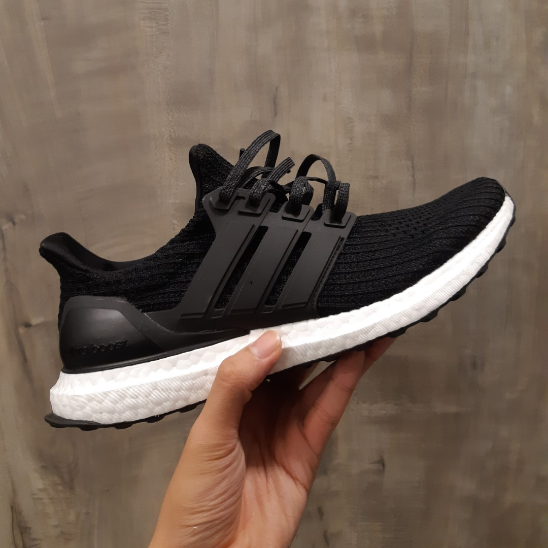 *FAST DEAL PRICE* ULTRA BOOST 4.0 MINT CONDITION