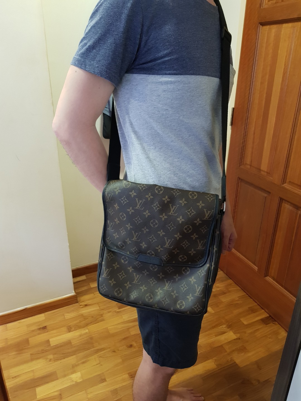ac8c95f61a2 Louis Vuitton men sling bag (messenger / manogram style), Men's ...