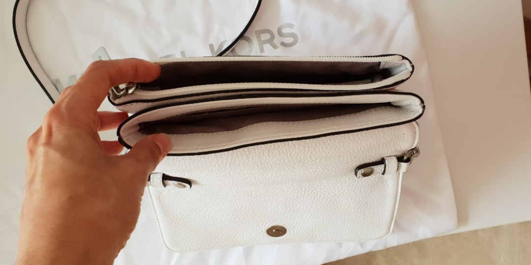 af0927f32b7b Michael Kors bag crossbody white almost new