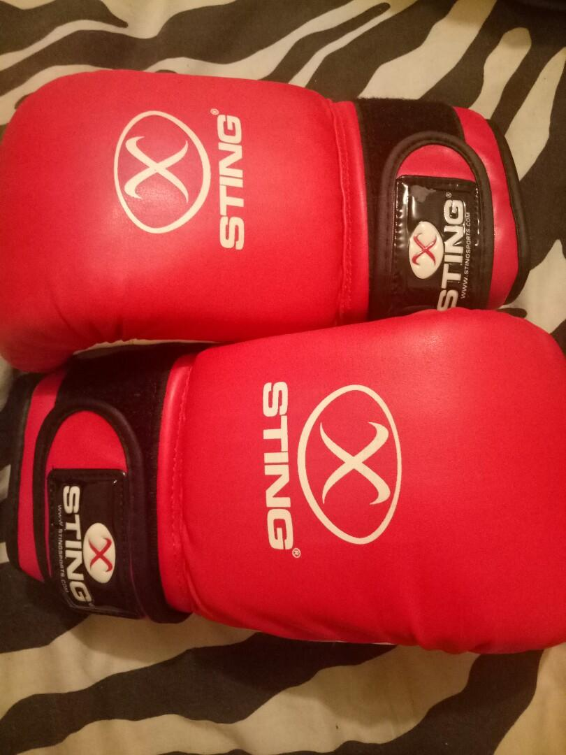 Sting size M boxing gloves