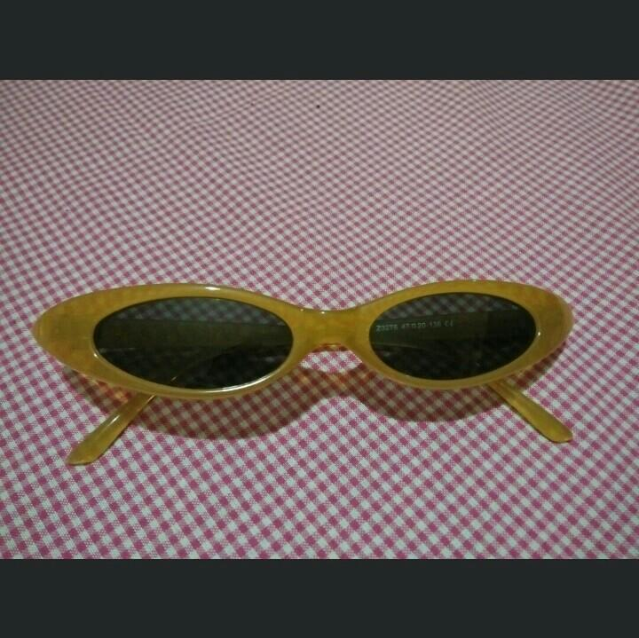 Sunglases retro cat eye