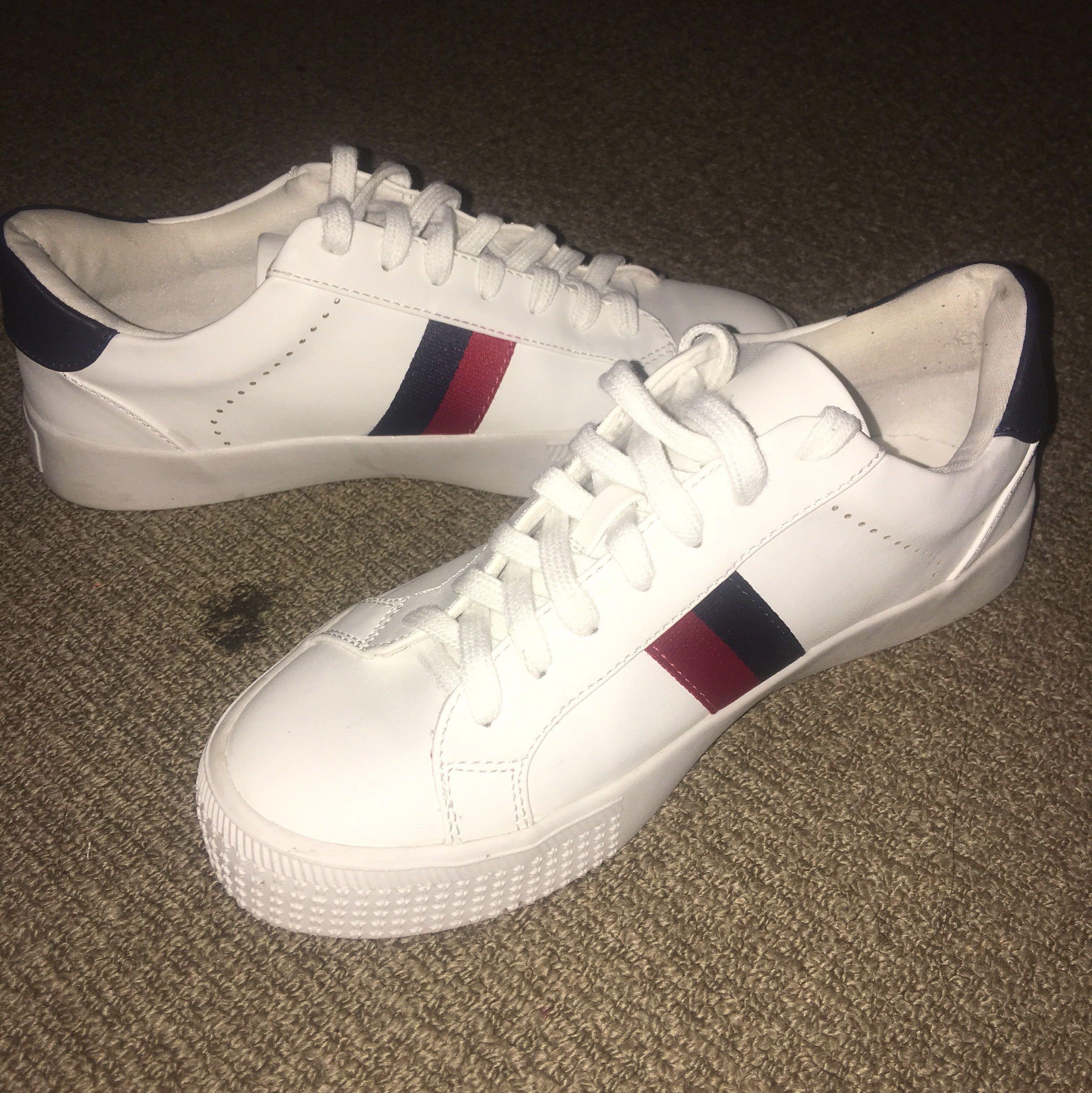 White Sneakers size 7
