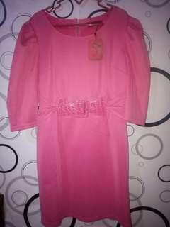 dress merah muda